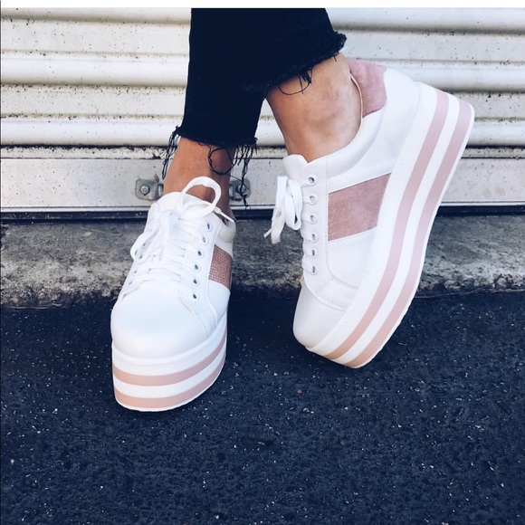 284a2ace3e88 NWT  Puzzle Platform Blush Sneaker